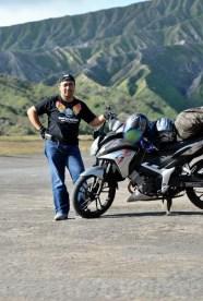 Honda CS1 di depan Gunung Batok - Lautan Pasir