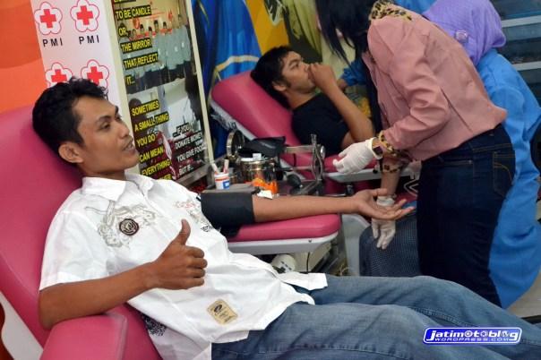 Ridertua dan Nova saat Donor Darah