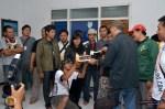 Pemotongan kue tart Ultah ke-4 Pisaunya mengerikan euuyyy :)