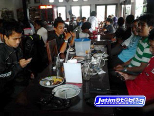 Makan di Warung Mbak Sri Purwodadi - Pasuruan