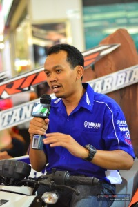 Mr. Ilham Wahyudi yang memberikan Product Knowledge