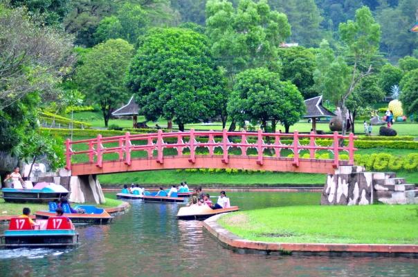 Jembatan diatas Tirta Nirwana