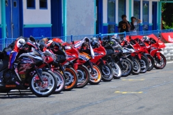 Honda CB150r_Sirkuit Kenjeran CBR150 yang siap ngebut