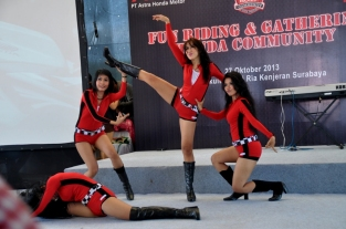 Honda CB150r_Sirkuit Kenjeran Sexy Dancers