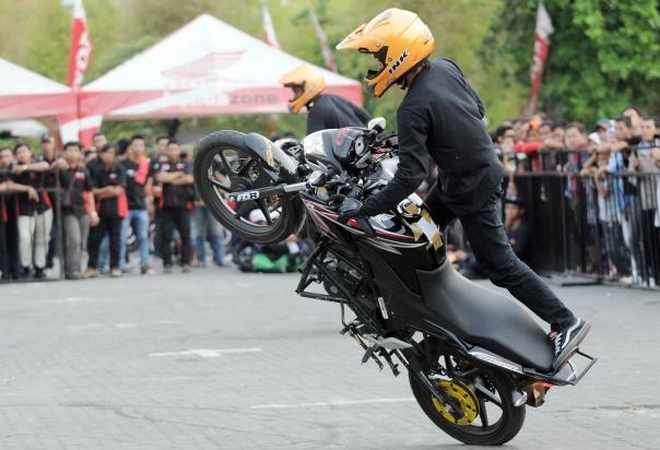 Freestyle dengan Honda CB150R