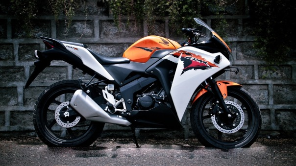Honda CBR150 White Orange