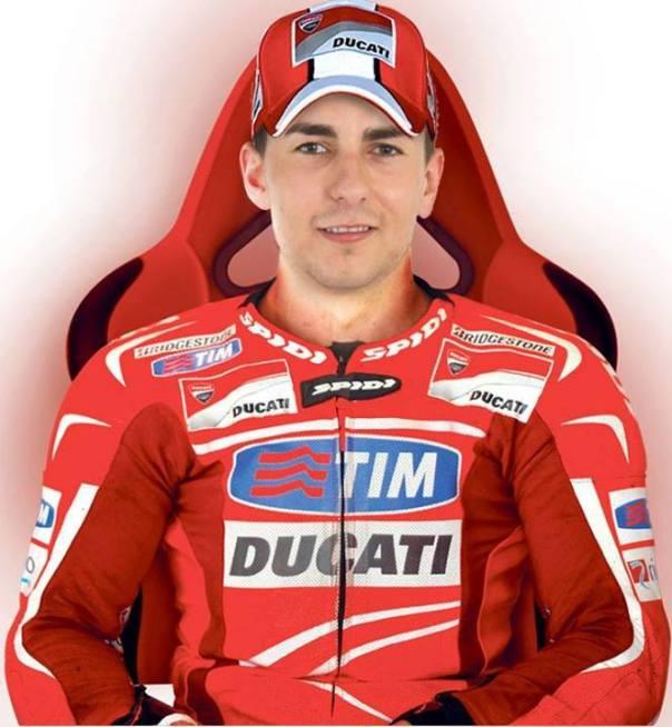 Bayangkan kalau Jorge Lorenzo berseragam merah-merah... Naik Ducati Desmosedici :D