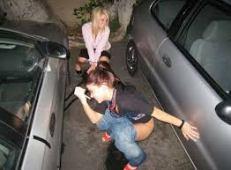 Kebelet pipis di parkiran mobil