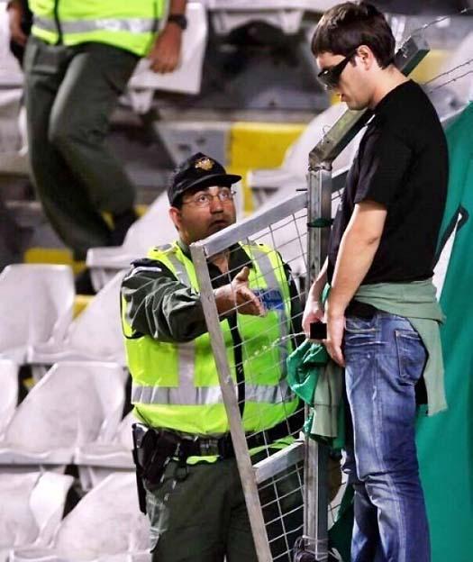 Penoton di stadion juga kebelet ternyata