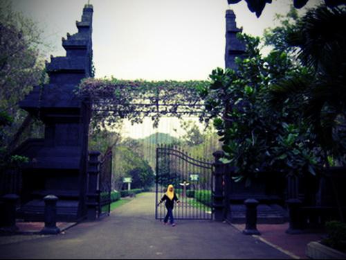 Pintu Utama masuk Kebun Raya Bogor