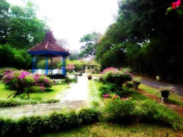 Gazebo Taman Bugenvil