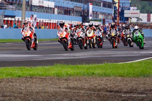 Kejurnas IRS 250 cc 2013 di Sentul - CBR250R versus N250R -