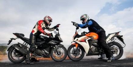 Yamaha r15 versus Honda CBR150R