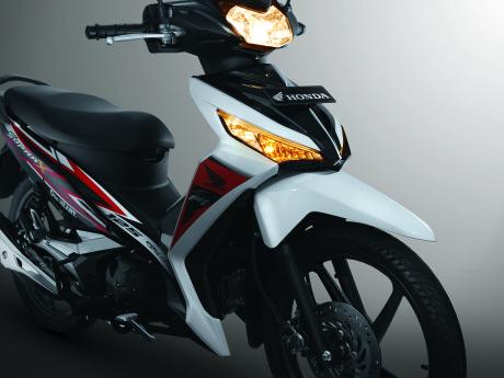 Honda New Supra X 125 FI Sisi Depan Samping