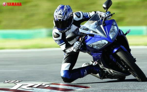 Yamaha YZF R15 on circuit
