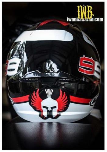 Helm HJC dari belakang