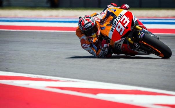 Marquez saat di Austin - siku dan dengkul  menyentuh aspal, saking miringnya -