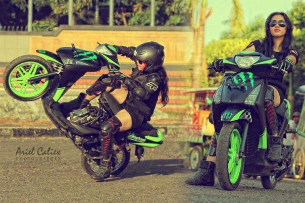 Aksi Ztella sang stunt rider