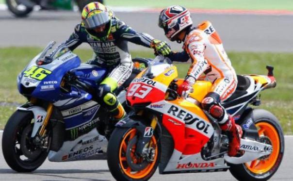 Rossi mengucapkan selamat pada Marquez