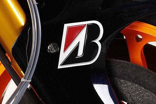 Logo Bridgestone terdapat pada salah satu motor balap