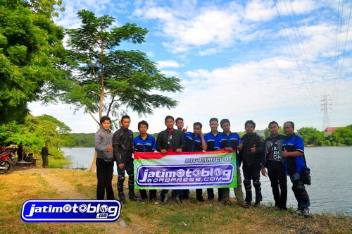 Sebelum Pulang Berfoto di Danau Ngipik