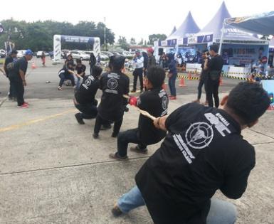 Lomba tarik tambang Yamaha Riders Federation Indonesia meriahkan Yamaha Cup Race Medan