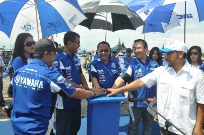 Manajemen Yamaha Indonesia di opening seri 5 Yamaha Cup Race di sirkuit Lanud Tabing Padang Sumatera Barat