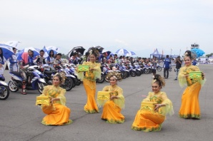 Tarian tradisional di opening seri 4 Yamaha Cup Race di Medan(1)