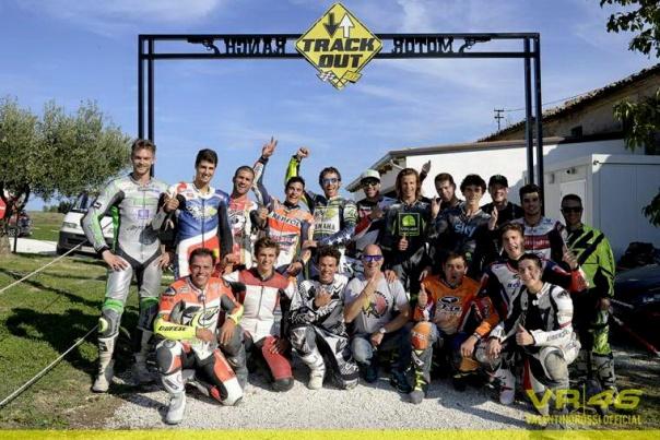 Balap Dirt Track Marquez dan Rossi