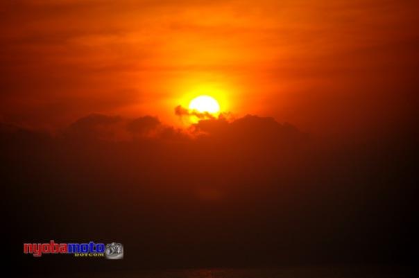 Mau lihat Sunrise tapi mataharinya telat nongol...