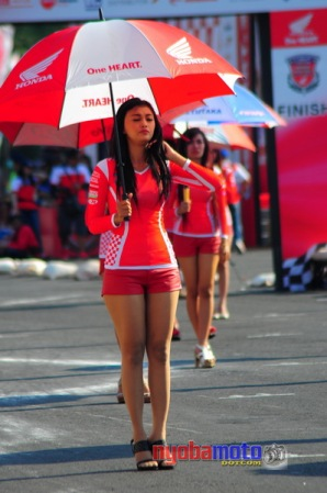 Umbrella Girl 1