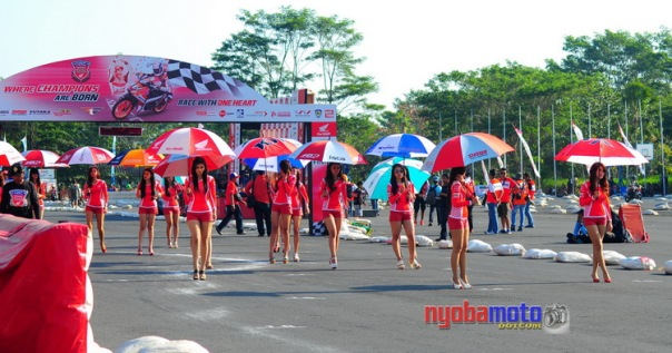 Umbrella Girl siap di grid