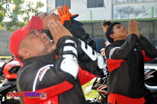 Stretching sebelum Fun Touring