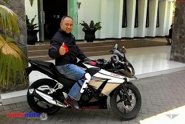 Bersama motor DOHC enjin yang dipakai turing :) Pict : fncounter.com