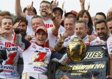 Marc Marquez Juara Dunia 2014_bersama crew