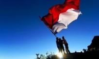 Pemuda-Pemudi dan Bendera