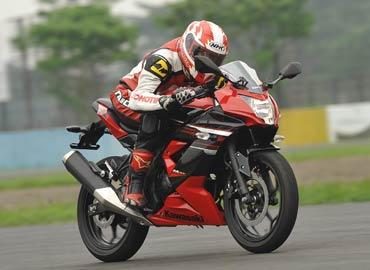 Ilustrasi : Kawasaki Ninja Mono
