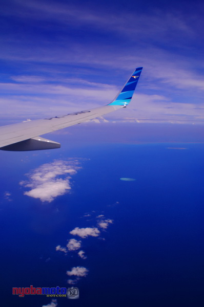 Melalui Jendela GA-345 Langit diatas awan sangat biru :)