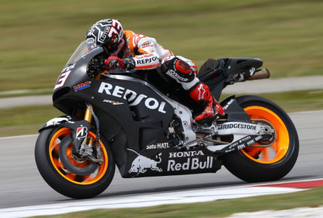 Marquez dengan RC213V 2015 Red Bull lebih besar
