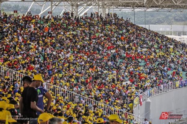 Penonton motoGP di Sirkuit Sepang