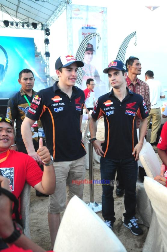 Jarak terdekat Marquez dan Pedrosa dengan nyobamoto.com di Nusa Dua Bali. Hanya 1 meteran broo