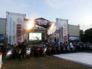 Para peserta berkumpul di venue penutupan Tour de Soul dan Yamaha Motor Show di Lapangan Lumintang Denpasar Bali (2)