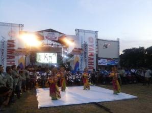 Para peserta berkumpul di venue penutupan Tour de Soul dan Yamaha Motor Show di Lapangan Lumintang Denpasar Bali