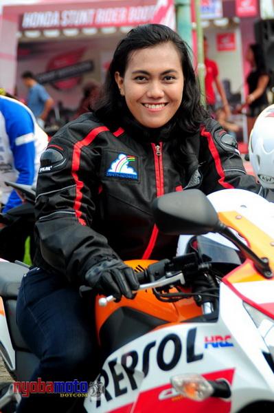 Test Rider CBR Cewek...