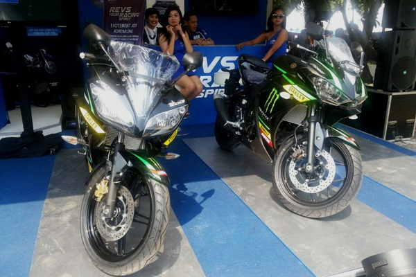 YZF-R15 & YZF-R25 Monster Yamaha Tech 3 Livery di Yamaha booth di Parkir Timur Senayan Jakarta (2)