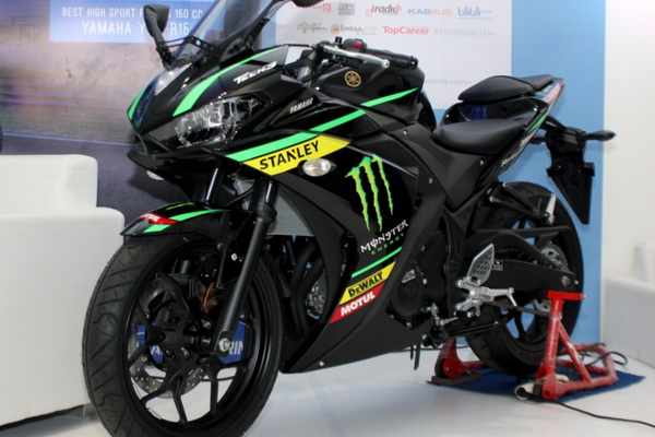YZF-R25 Monster Yamaha Tech 3 Livery
