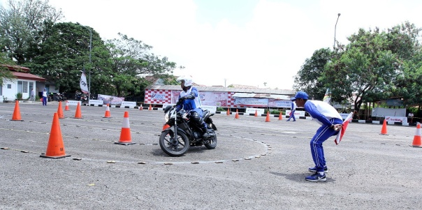 AH SRIC_Kompetisi Safety Riding Palembang 2015