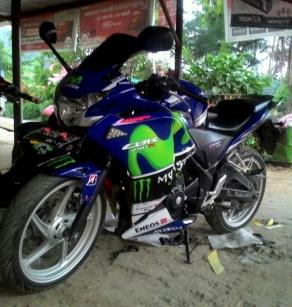 Honda CBR250R Mas Sayur versi Movistar 01