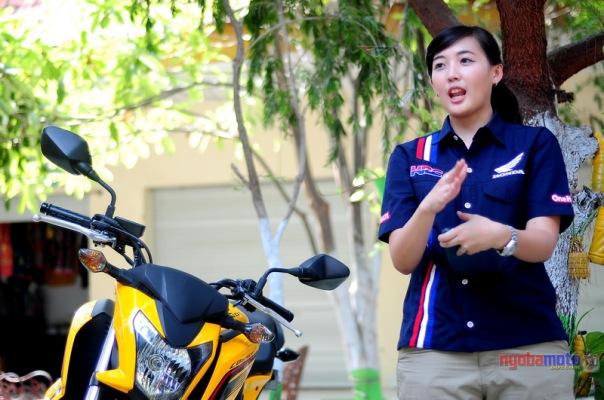 Mbak Ayu, saat memberikan product knowledge Bg Bike Honda