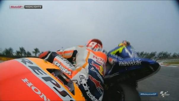 Benturan Marc Marquez versus Valentino Rossi